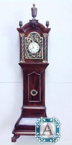 Старинные напольные часы продам в стоимость часах рубинов